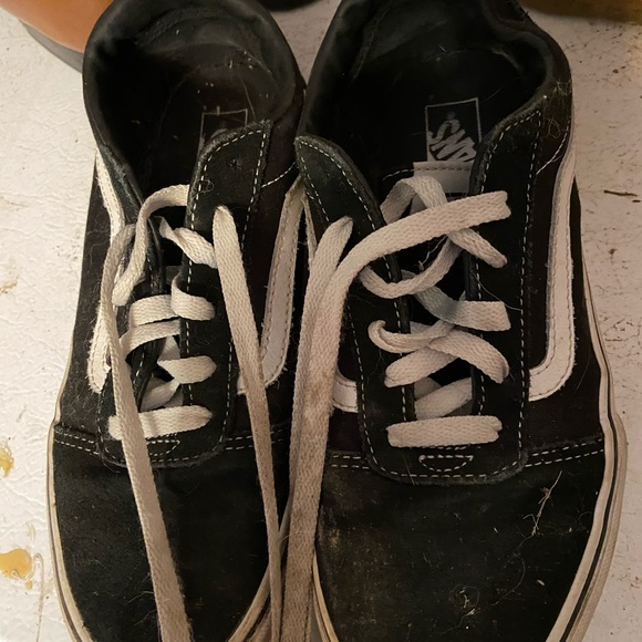 Boys size 5 vans gently worn (less than 5 times)